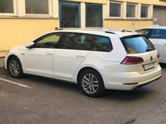 Автомобиль Volkswagen Golf 7 Универсал для аренды в аэропорту Рим